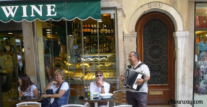 Serande, Venice, Cafe