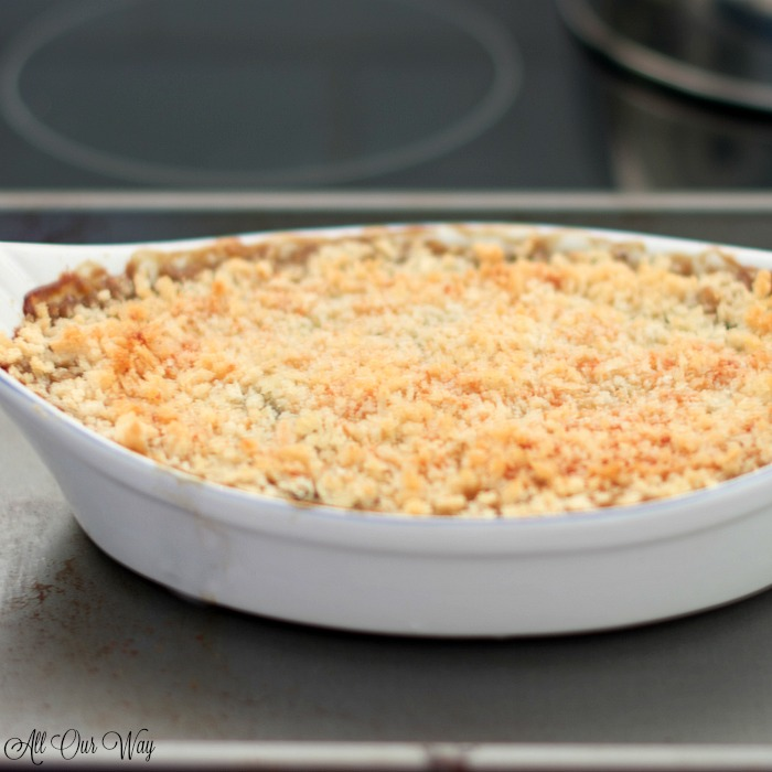 The best baked spinach gratin is ready to serve.